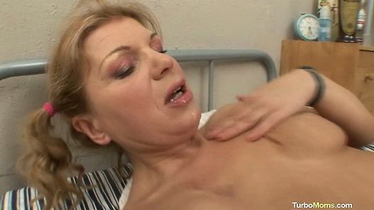 TurboMoms.com - Jana video screenshots - 1 -