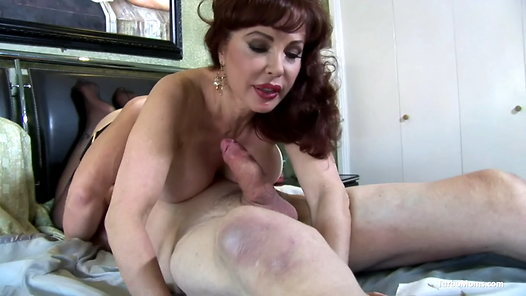 TurboMoms.com - Sexy Vanessa HD video screenshots - 1 - 8